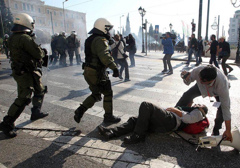 ΜΕ ΧΗΜΙΚΑ ΚΑΙ ΣΥΛΛΗΨΕΙΣ ΥΠΟΔΕΧΤΗΚΕ ΤΟΥΣ ΑΓΡΟΤΕΣ Η ΚΥΒΕΡΝΗΣΗ ΣΥΡΙΖΑ-ΑΝΕΛ