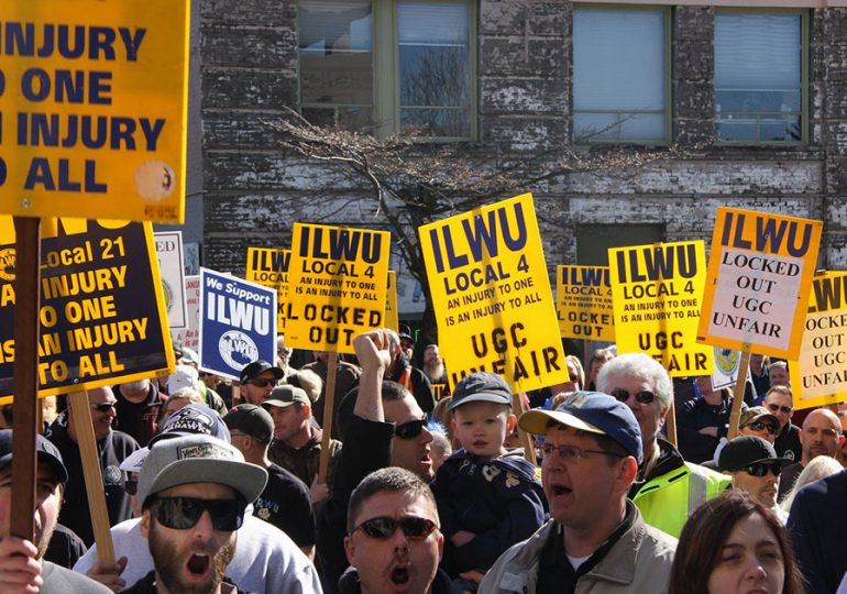 HΠA: Οι Λιμενεργάτες σε δράση ενάντια στον Tραμπ
