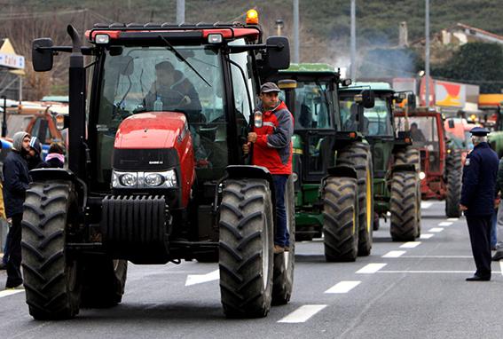 Ξανά στα μπλόκα οι Aγρότες