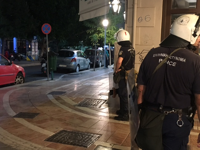 Έκθεση για τη δολοφονία του Παύλου Φύσσα : 8 αστυνομικοί παρακολουθούσαν τη σφαγή!