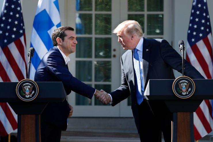 """Ο Τσίπρας συντάσσεται με τo νέο """"αμυντικό δόγμα"""" Τραμπ"""