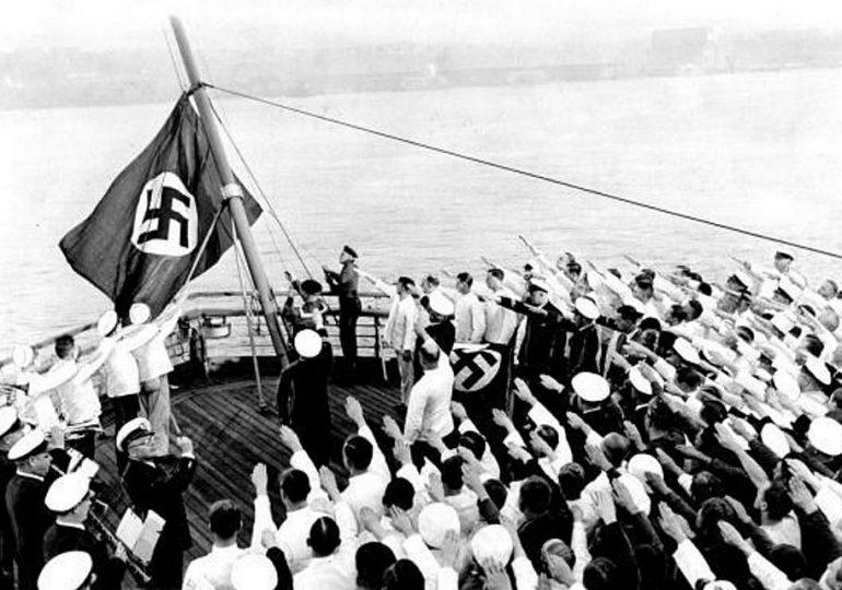 O ναύτης που κατέβασε τη ναζιστική σημαία!