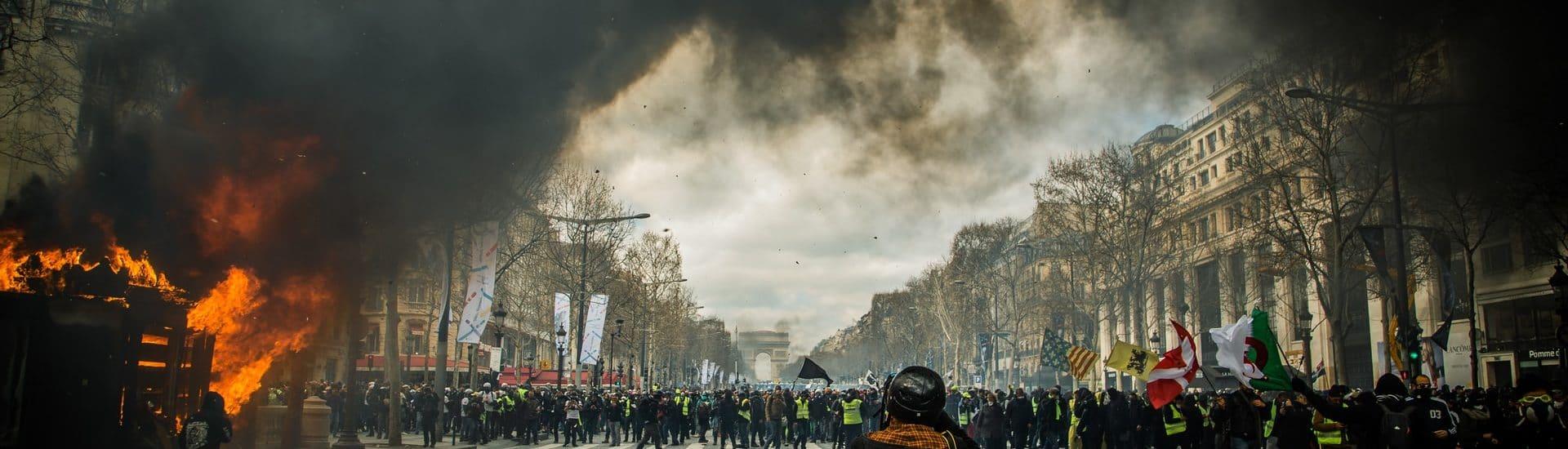 """""""Επανεκκίνηση της οικονομίας"""" και… social unrest"""
