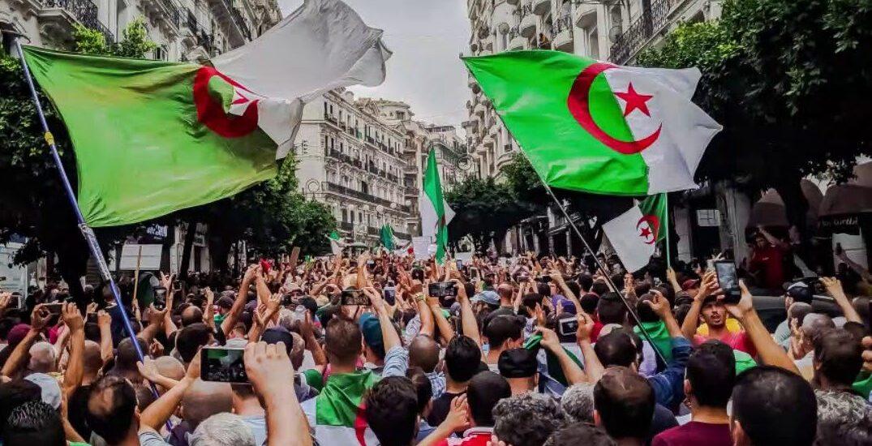 "Hirak: ""Η επανάσταση των χαμόγελων"" στην Αλγερία απέναντι στην πανδημία Covid-19"