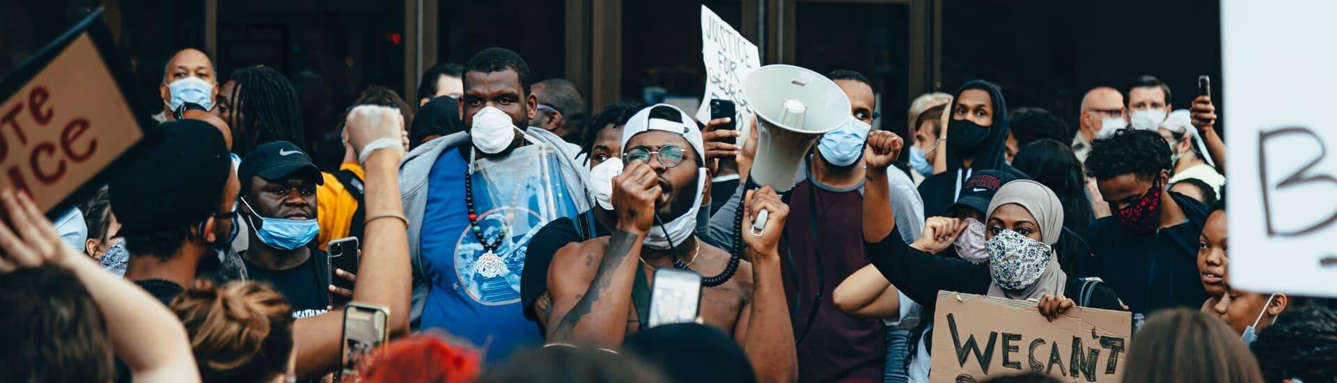 """""""Δεν μπορώ να αναπνεύσω"""",  η φυλετική πανδημία της Αμερικής"""