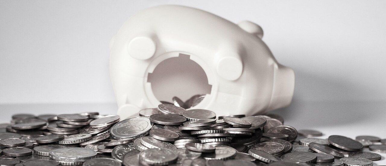 Σπάσανε τον κουμπαρά των ταμείων για να πληρώσουν συντάξεις