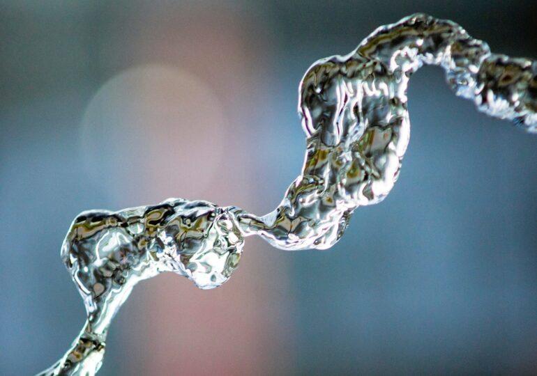 Η κυβέρνηση προωθεί την ιδιωτικοποίηση του νερού