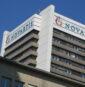 """Ποιοί είναι οι Έλληνες """"αξιωματούχοι"""" που έβαζαν την υπογραφή του για τη Novartis;"""