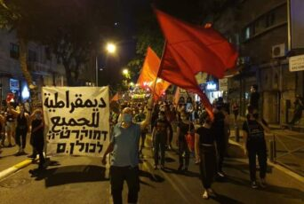 Iσραήλ – Crime Μinister [Εγκληματία Πρωθυπουργέ] παραιτήσου! Χιλιάδες κατά του Νετανιάχου
