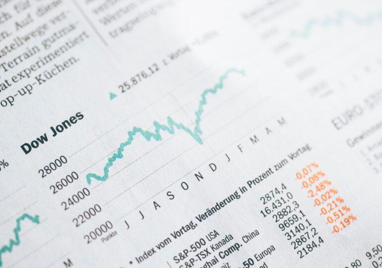 Καταβαράθρωση του ΑΕΠ & Άνοδος στα χρηματιστήρια!