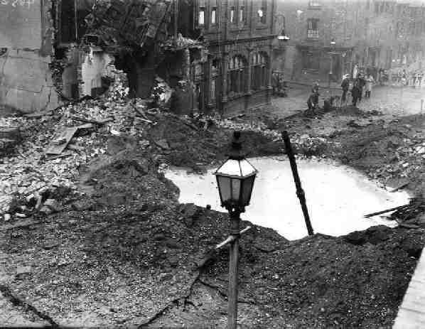 Το βομβαρδισμένο Newtown Row στο Άστον του Μπέρμινγκχαμ στις 17 Οκτωβρίου 1940. Πηγή: Astonbrook through Astonmanor
