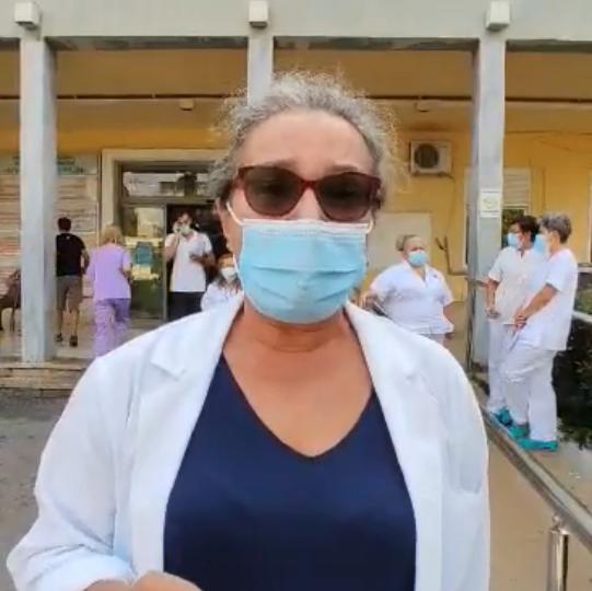"""""""Ντροπή που έξι μήνες μετά η κυβέρνηση δεν έχει κάνει τίποτα"""" (βίντεο-απεργία υγειονομικών)"""