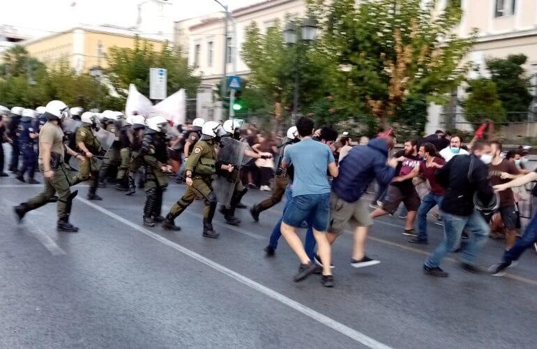 Επίθεση των ΜΑΤ σε διαδήλωση κατά της επίσκεψης Πομπέο