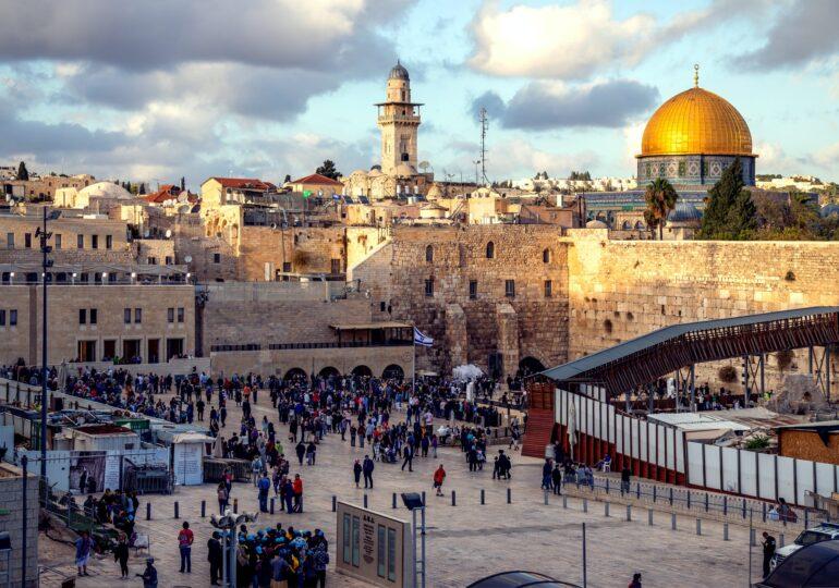 Συμφωνία ανδρεικέλων σε βάρος της Παλαιστίνης