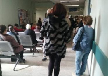 Σωματείο Εργαζόμενων Νοσοκομείου ΑΤΤΙΚΟ: Υγειονομική βόμβα τα ράντζα και ο συνωστισμός στα εξωτερικά ιατρεία στο Αττικό