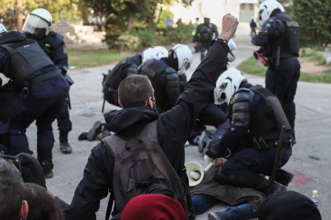 Για την εισβολή της αστυνομίας στο Πολυτεχνείο
