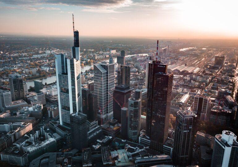 Η Γερμανία τριπλασιάζει τον δανεισμό της