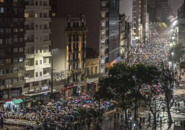 Ουρουγουάη: Ο φιλελεύθερος Λακάγιε Που ψηφίζει για κατάσταση πολιορκίας