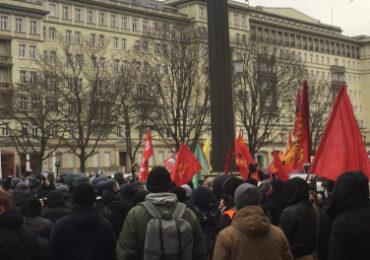 Πορεία μνήμης για τη Ρόζα και τον Καρλ στο Βερολίνο και φέτος επίθεση της αστυνομίας