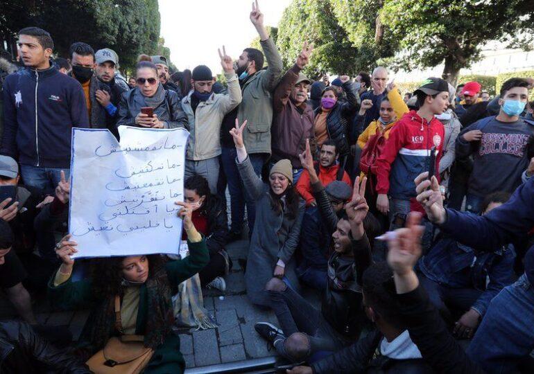 """10 χρόνια μετά την """"Αραβική Άνοιξη"""" νέα λαϊκή εξέγερση στην Τυνησία."""