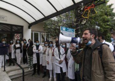Να μην απολυθεί ο γιατρός Κώστας Καταραχιάς