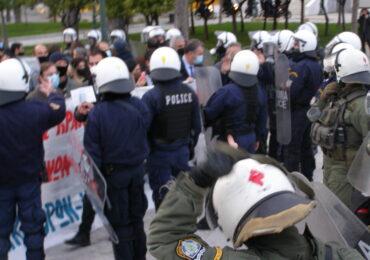 Οι δικηγόροι καταγγέλλουν τη βία και τα ψέματα της ΕΛΑΣ