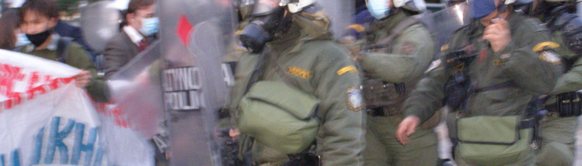 Αστυνομική βαρβαρότητα κατά διαδηλωτών την ώρα που δολοφονούν τον Δημήτρη Κουφοντίνα