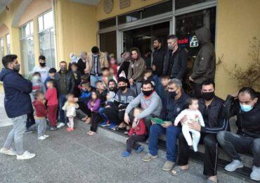 Σπάρτη: 50 πρόσφυγες / προσφύγισσες πετιούνται από τους «υπεύθυνους» στο δρόμο