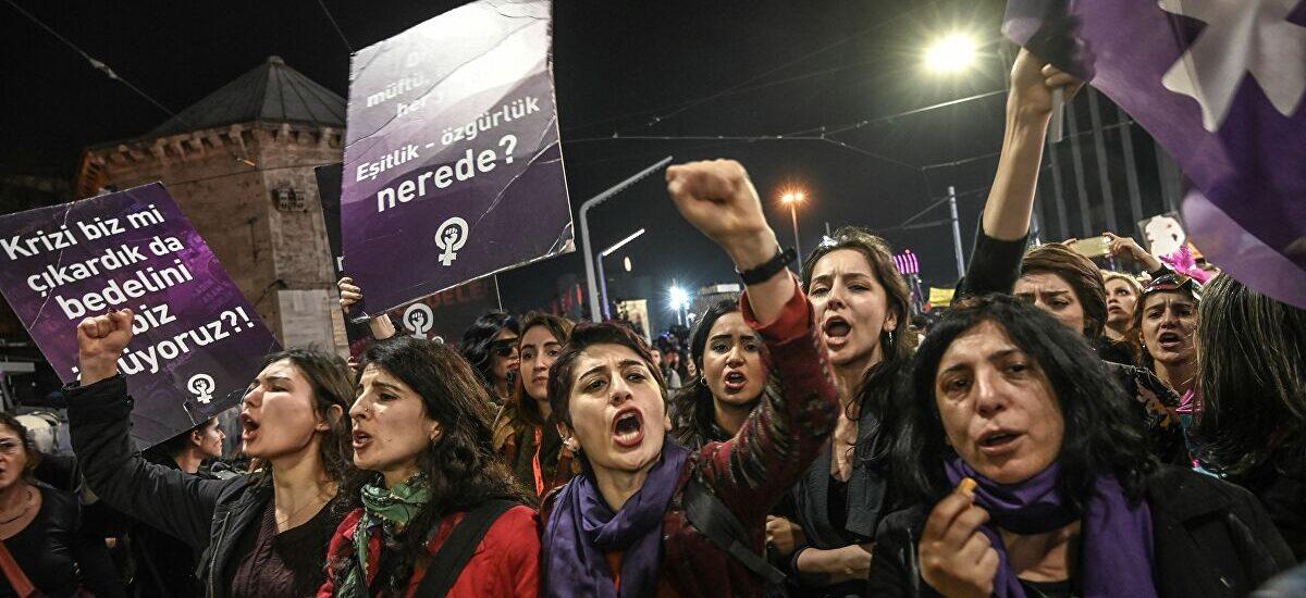 Γυναικεία οργή κατακλύζει τους δρόμους της Κωνσταντινούπολης