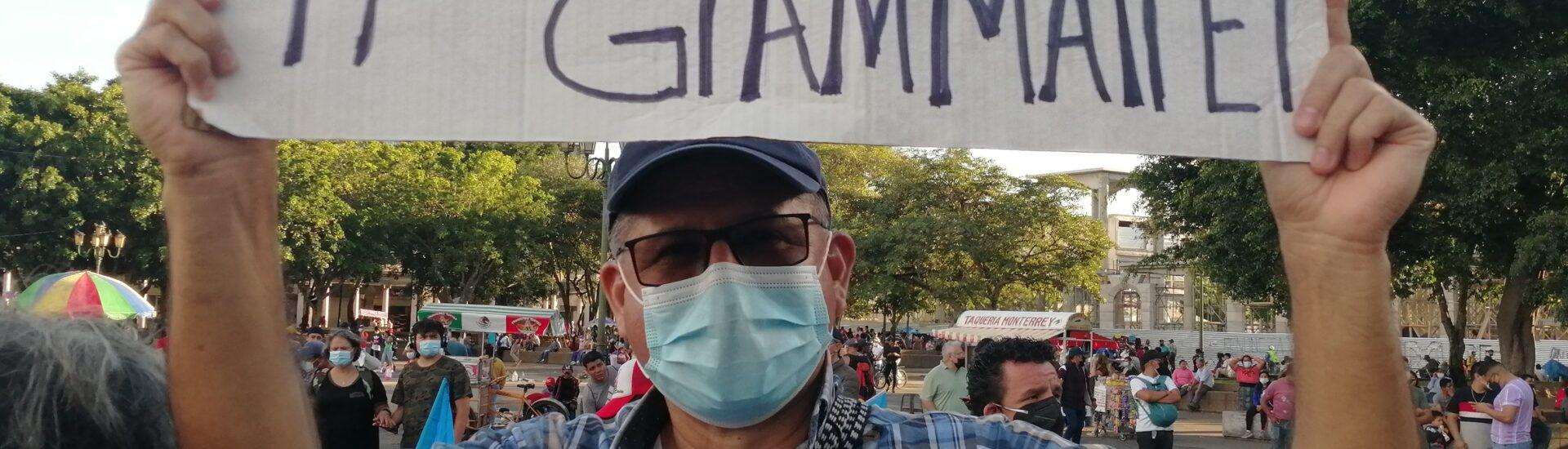 Οι πολίτες της Γουατεμάλα στους δρόμους απαιτώντας την παραίτηση του Προέδρου Γιαματέι