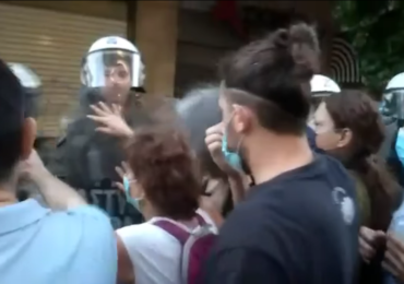 Διαδήλωση φοιτητών - εκπαιδευτικών στην Αθήνα αντιμέτωπη με την αστυνομική καταστολή