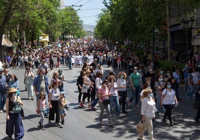 Χιλιάδες στην πανεκπαιδευτική διαδήλωση στην Αθήνα