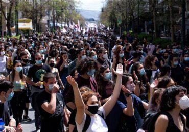 Εκπαιδευτικοί : Κάτω το γραφειοκρατικό πραξικόπημα!